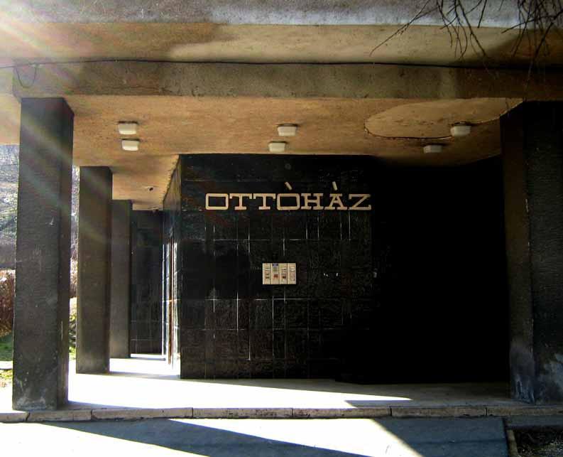Lottóház bejárat