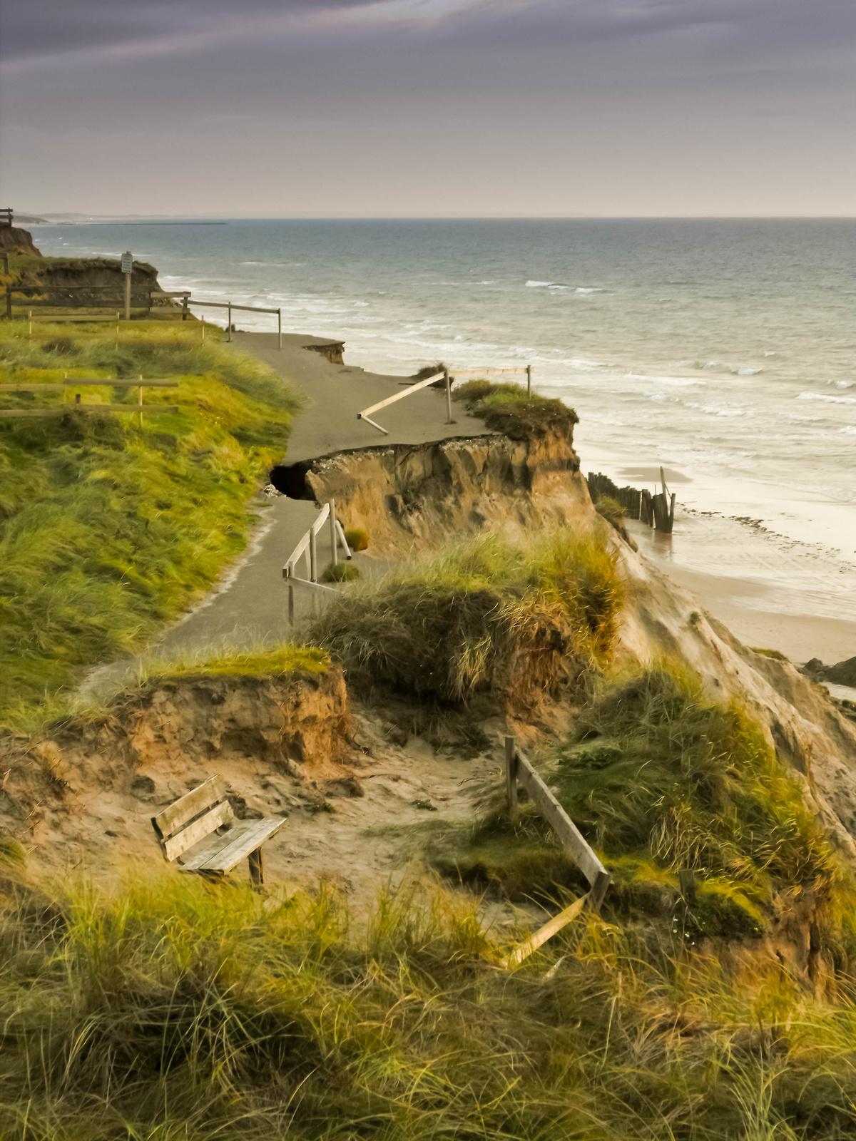 Bitty: Behajtani tilos!! part paldoldal laszakadt tenger tengerpart