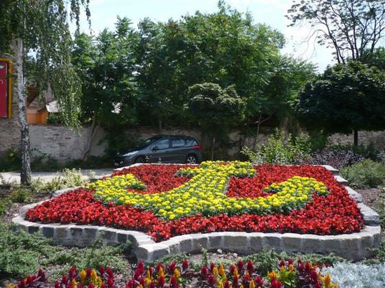 Újpest címere virágokból