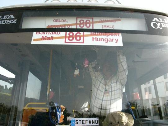 A busz továbbment Dakarba