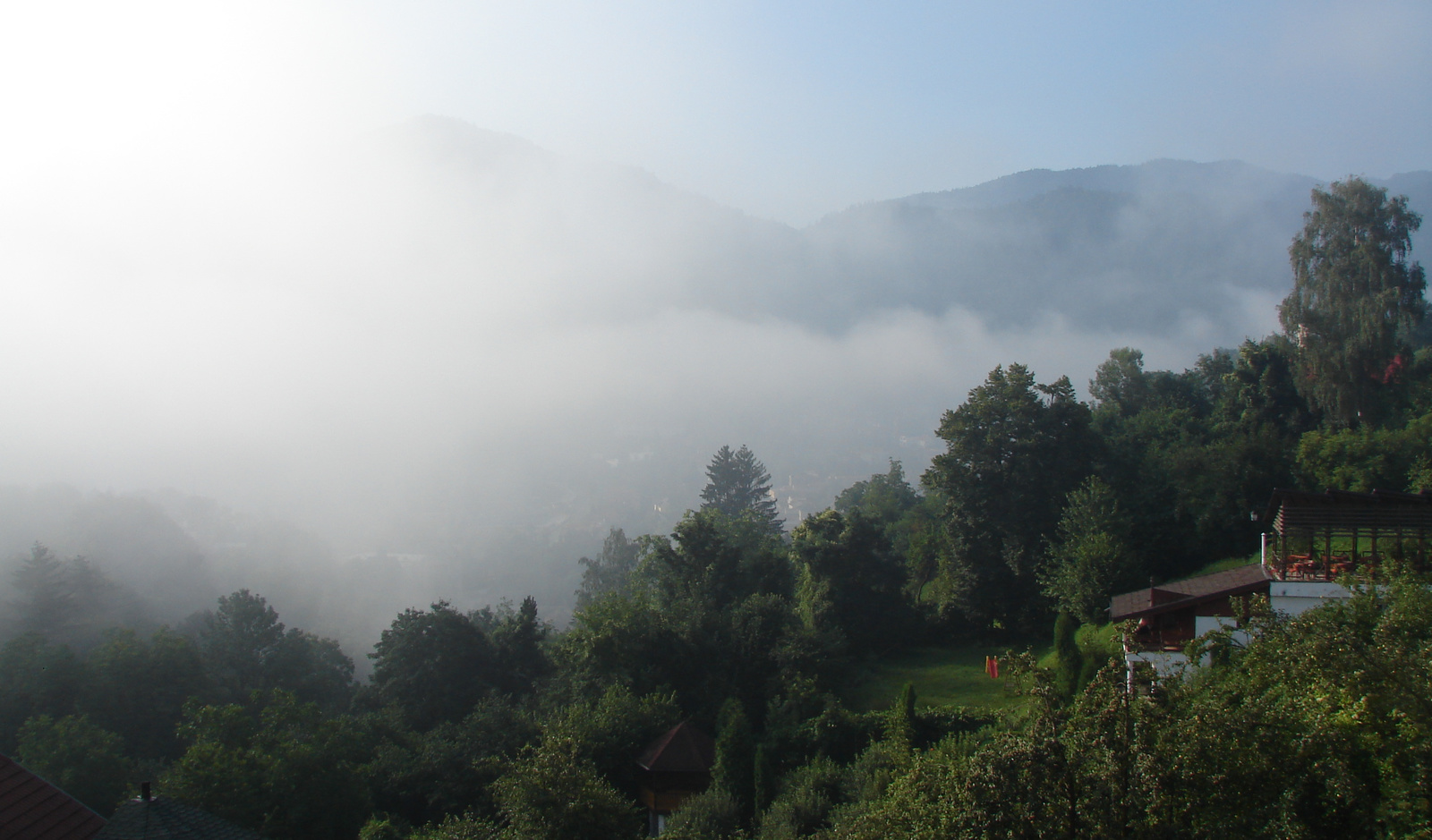 ködös/napos