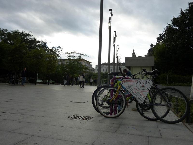 Biciklikölcsönző és tároló