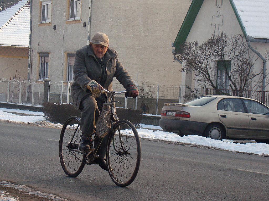 90 év kerékpáron, avagy a kesztyű